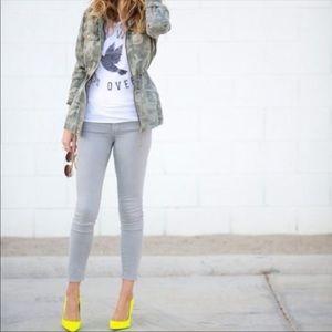 J Brand✨sateen super skinny jean in limestone